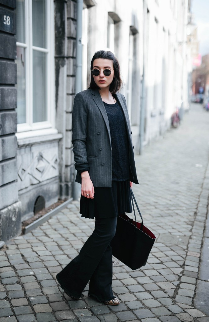 Basicapparel-Sophie van Daniels-Zara-Mango-H&M-Flared Jeans-Schlaghose-Streetstyle-Rayban-Black-layering1