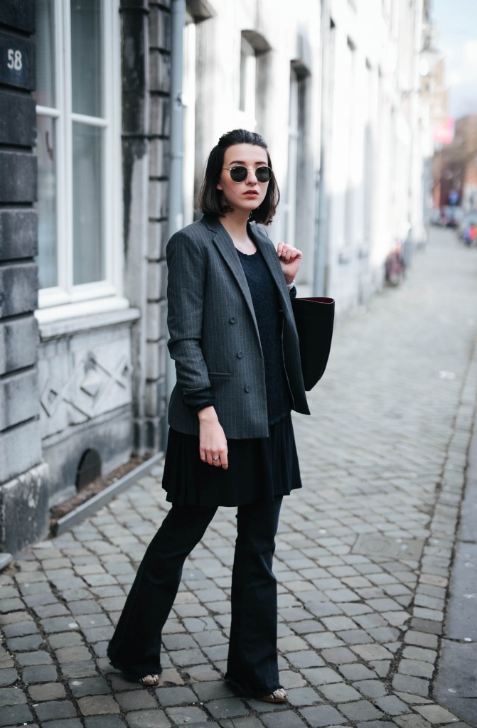 Basicapparel-Sophie van Daniels-Zara-Mango-H&M-Flared Jeans-Schlaghose-Streetstyle-Rayban-Black-layering3