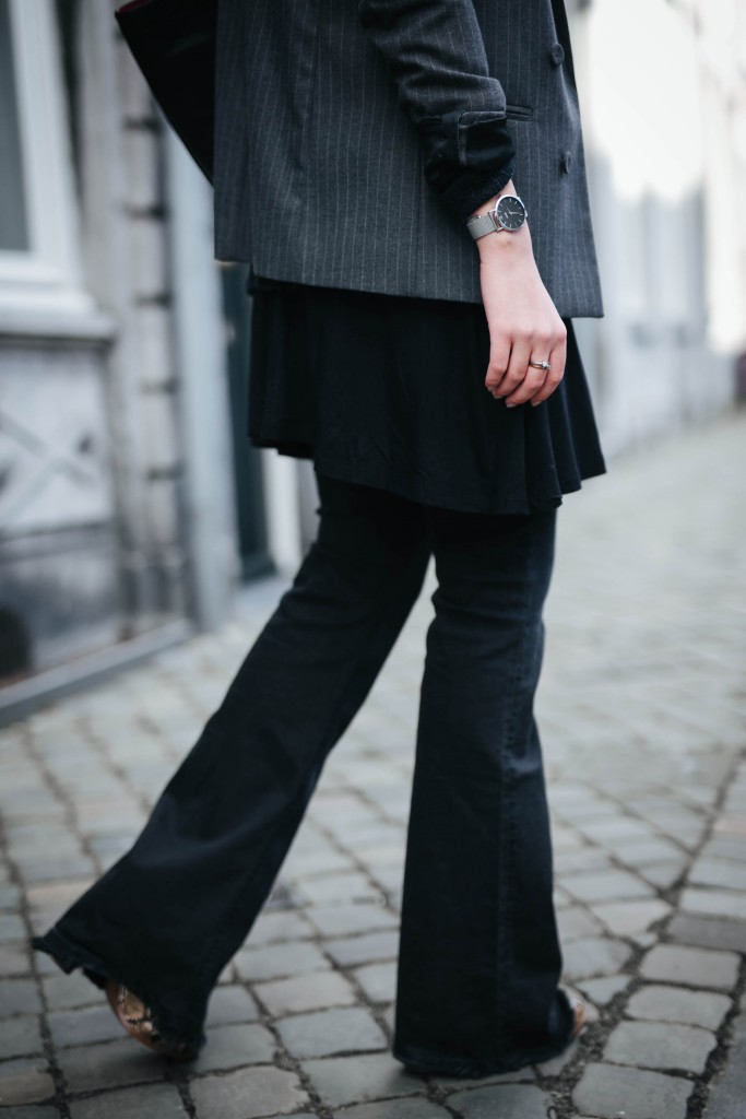 Basicapparel-Sophie van Daniels-Zara-Mango-H&M-Flared Jeans-Schlaghose-Streetstyle-Rayban-Black-layering8