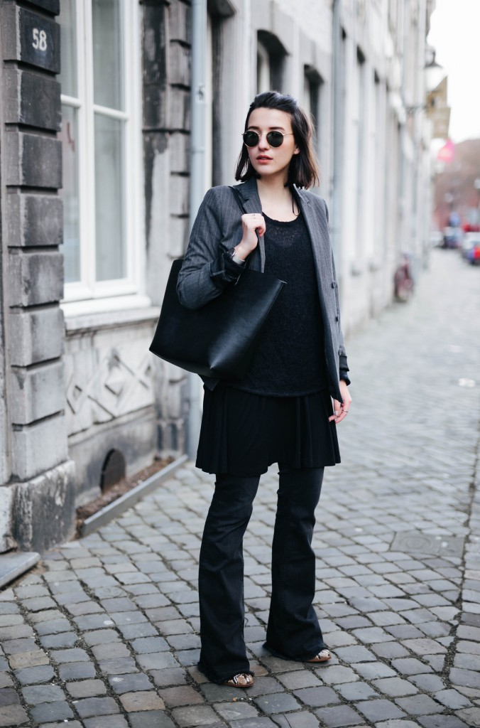 Basicapparel-Sophie van Daniels-Zara-Mango-H&M-Flared Jeans-Schlaghose-Streetstyle-Rayban-Black-layering9