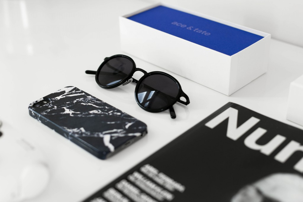 March-Favorites_blogger-fashion-ace&tate-acessentials-polaroid-numero-sunglasses-camera-marble-iphone-case-basicapparel-sophievandaniels-5