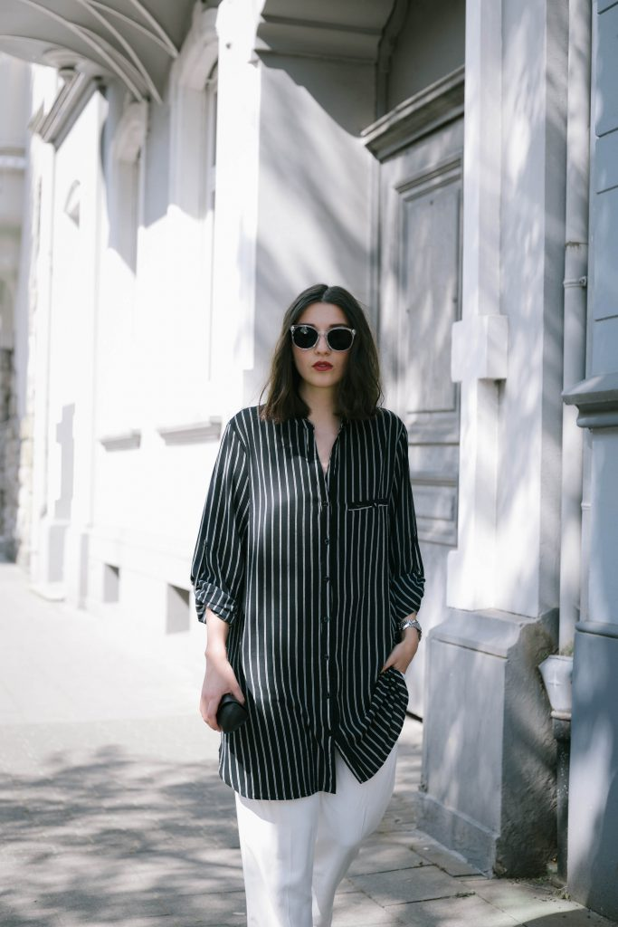 Basicapparel-polette-testing-sunglasses-glasses-summer-minimal-widepants-wide-stripes-black-white-blogger-fashion-sophievedaniels-trend-10