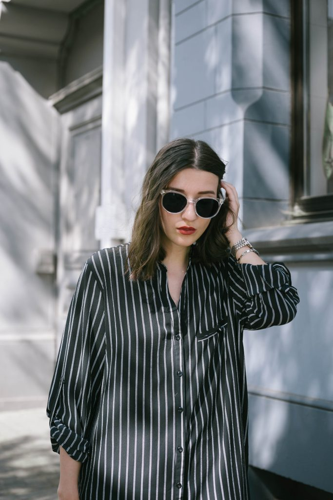 Basicapparel-polette-testing-sunglasses-glasses-summer-minimal-widepants-wide-stripes-black-white-blogger-fashion-sophievedaniels-trend-12