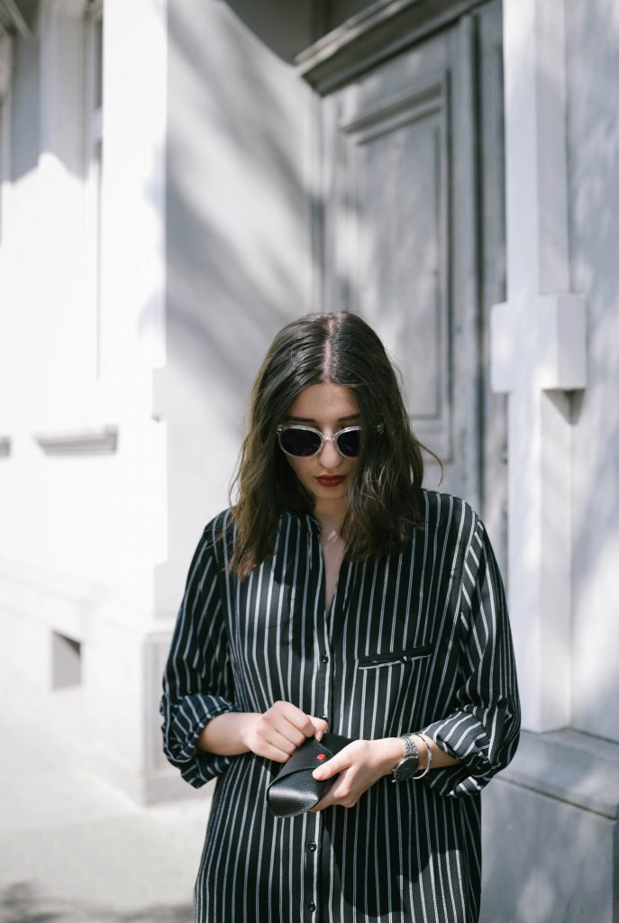 Basicapparel-polette-testing-sunglasses-glasses-summer-minimal-widepants-wide-stripes-black-white-blogger-fashion-sophievedaniels-trend-14