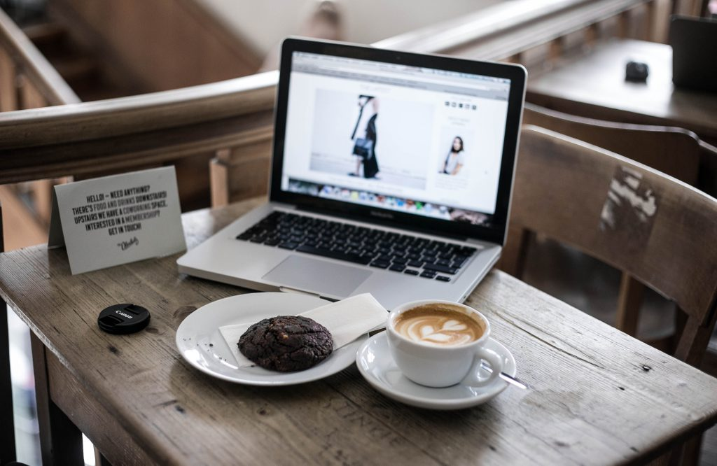 Basicapparel-berlin-traveldiary-st.oberholz-coffee-food-travelguide-sophievandaniels