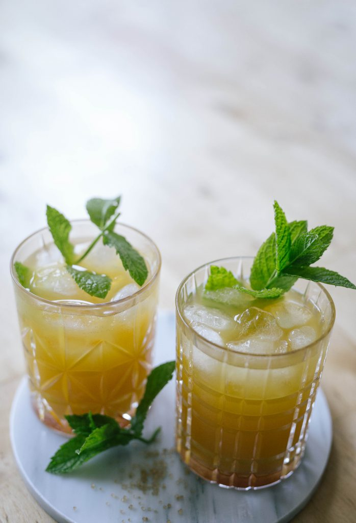 basicapparel-drinks-summercocktails-cocktail-mango-mojito-1