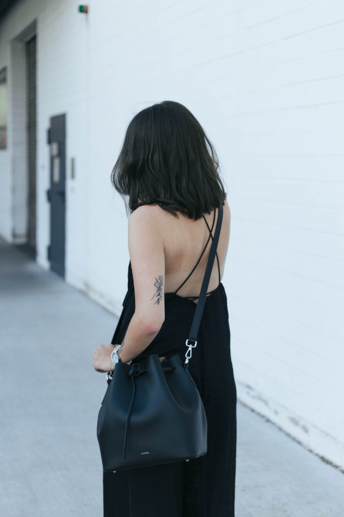 basicapparel-sophievandaniels-agneel-silkdress-black-bucketbag-slippers-sunglasses-summer-16